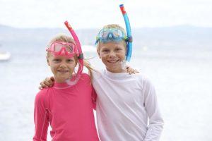 2 Jungen mit Aqua Lung Sport Kinder-Schnorchel-Set